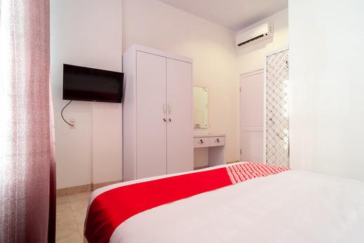 OYO 1557 Bungas Guest House Medan - Guestroom DD
