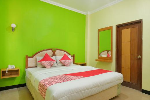 OYO 512 Ndalem Mantrijeron Hotel Yogyakarta - Bedroom