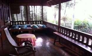 Villa Cempaka Bandung - Balkon belakang