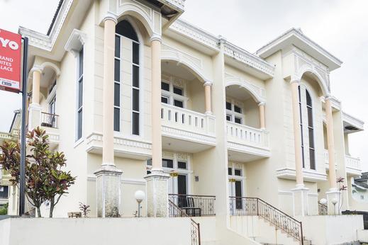 OYO 2950 Grand Suites Palace Cianjur - Exterior