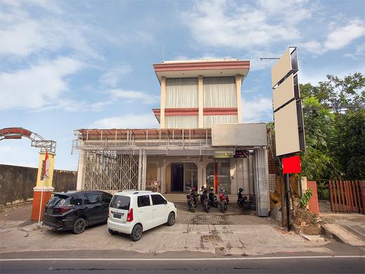 OYO 2443 INNJOY TRANSM BANYUMANIK Semarang - Facade