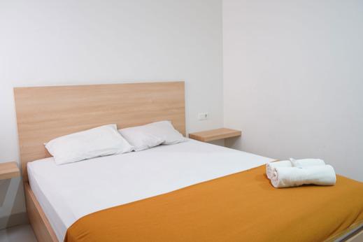 UROOMS Tanah Abang Jakarta - Bedroom