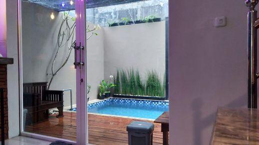 Villa Sekar Jepun Malang - pool
