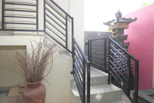 Airy Jimbaran Taman Baruna Bougenville 1 Bali - Stairs