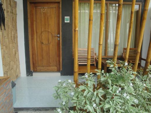 Lara Homestay Lombok - Exterior