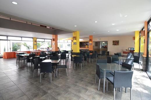Airy Ciumbuleuit 156 Bandung - Restaurant