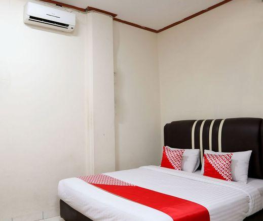 OYO 1686 Lenggogeni House Padang - Deluxe Double