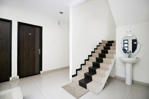 Airy Tampan Muchtar Lutfi 69 Pekanbaru - Stairs