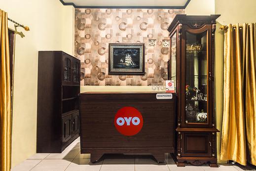 OYO 2165 Alyah Guest House Syariah Ambon - Reception