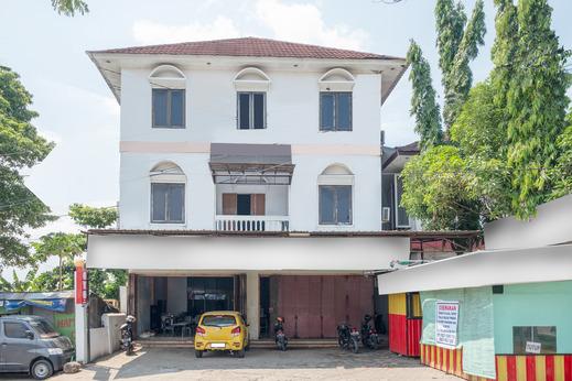 OYO 1906 Zhafira Guest House Makassar - Facade