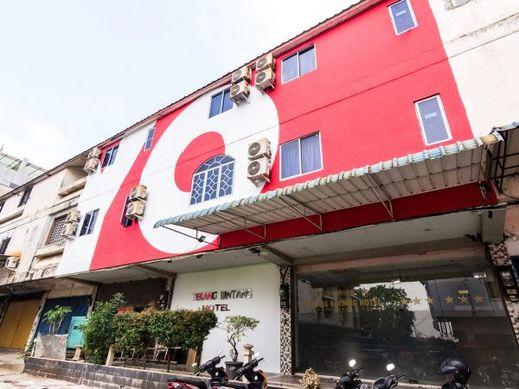 OYO 1703 Terang Bintang Hotel Batam - Facade