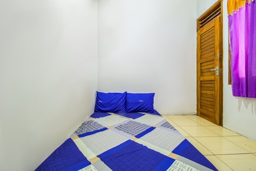 Ungu Kostel Fly Over Kircon Syariah Bandung - Small Double Room