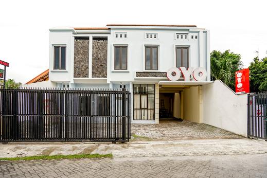 OYO 494 Nadia Homestay Syariah Surabaya - Facade