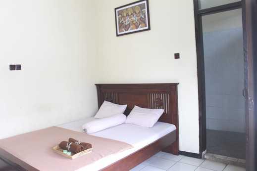Hotel Ragil Kuning Malang - room