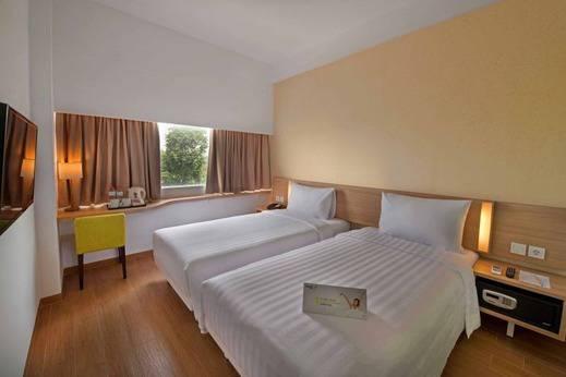 Whiz Hotel Bogor - STANDARD TWIN