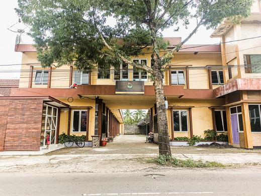 OYO 3298 Bromo Guest House Family Malang - Facade