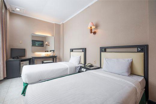 Hotel Yasmin Makassar - Bedroom