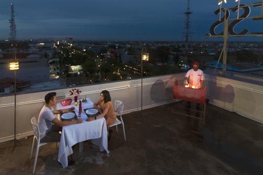 Zuri Express Banjarmasin Banjarmasin - Dinner at Rooftop Hotel Zuri Express Banjarmasin