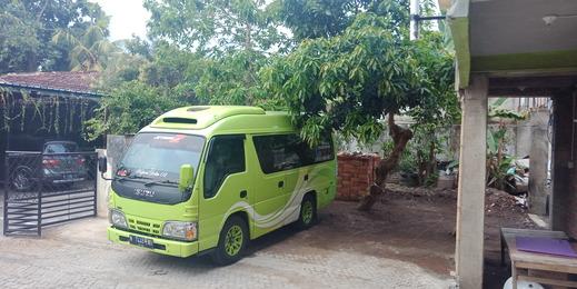 Gandrung City Hostel Banyuwangi - Area parkir mobil