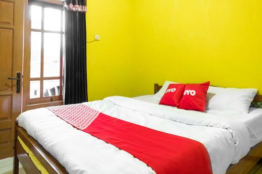 OYO 1719 Penginapan Rizky Pasuruan - Bedroom SD
