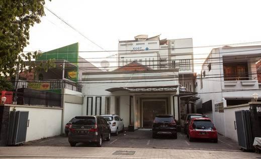 RedDoorz near Taman Bungkul Surabaya - Exterior