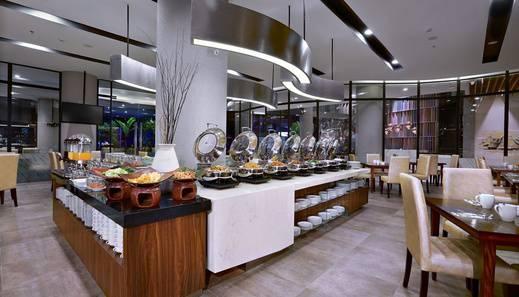 Aston Inn Mataram - Buffet Setup