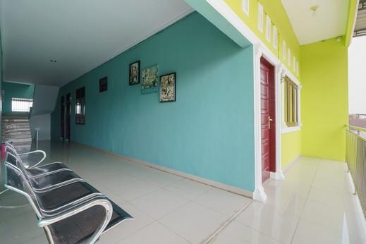 RedDoorz Syariah near UISU Medan Medan - Photo