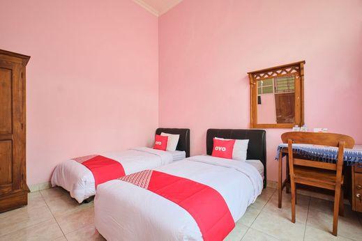 OYO 2061 Rizki Dhira Guest House Syariah Yogyakarta - Standard Twin Room