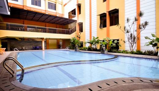 Sari Ater Kamboti Hotel & Convention Bandung - Kolam Renang