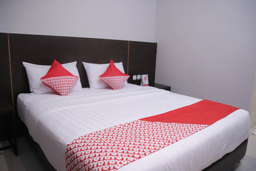 OYO 1006 Azzahra Guest House Ambon - Bedroom
