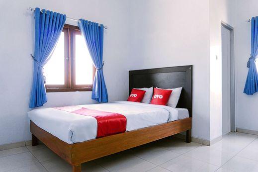 OYO 1565 Hotel Homiko Pacitan - Bedroom