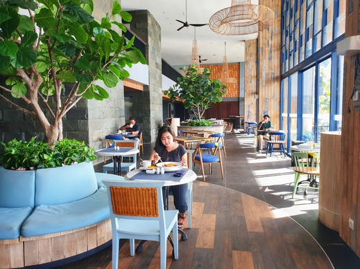 Swiss-Belresort Belitung Belitung - our Restaurant physical distance