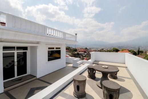 HOG Batu Guest House Syariah Malang - View