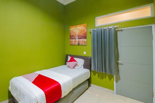 OYO 871 Aira Costel Cianjur - Guestroom