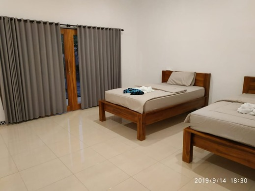 Harris Surf Villa Bali - room