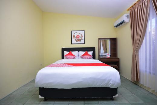OYO 1046 Omah Pathok Near RS Ludira Husada Tama Yogyakarta - Bedroom