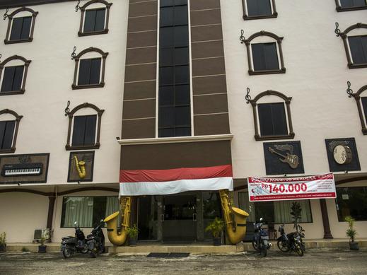 OYO 1021 The Music Hotel Batam - Facade