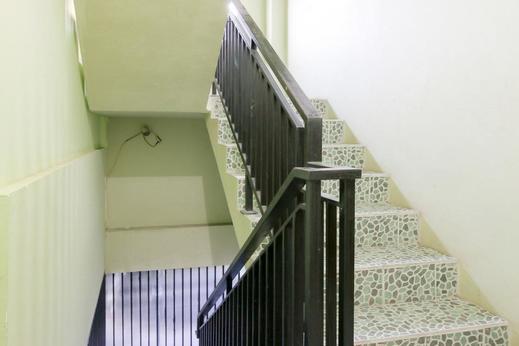 Airy Eco Syariah MT Haryono Gang Mex 68C Balikpapan - Stairs