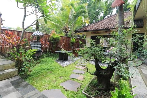 Legong Dormitory Bali - Garden