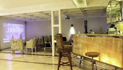 Amos Cozy Hotel Melawai - Lounge