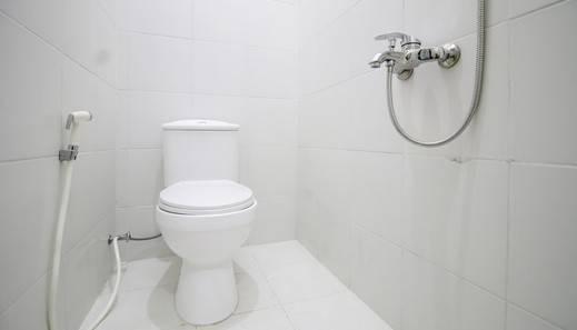 RedDoorz Plus near STIE YKPN Yogyakarta - Bathroom