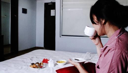 Merapi Merbabu Hotel Bekasi - Sarapan di Kamar