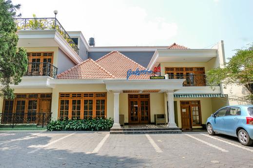 OYO 1937 Jakarta 32 Family Homestay Malang - Facade