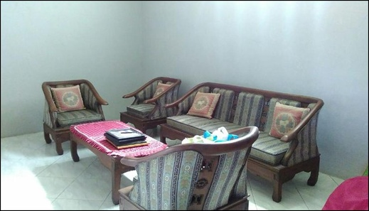 Affordable Room @ Family Guest House II by Khayyira Property Lumajang - inerior