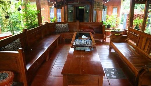 Villa Mata Air Jogja - ruang tamu