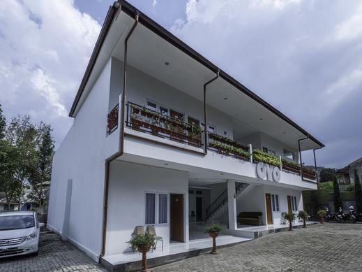 OYO 2188 Rossan Villa 4 Bandung - Facade