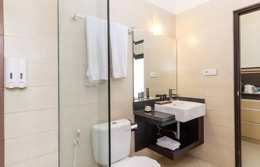 RedDoorz @ Nakula Seminyak 2 Bali - Kamar mandi