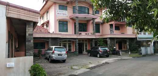 OYO 2452 Hotel Metro Bandung - Facade
