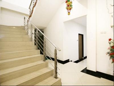Airy Lingkas Ujung Yos Sudarso 11 Tarakan - Stairs