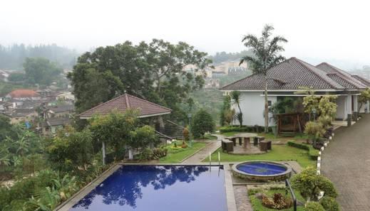Khansa Resort Bogor - swimming pool1